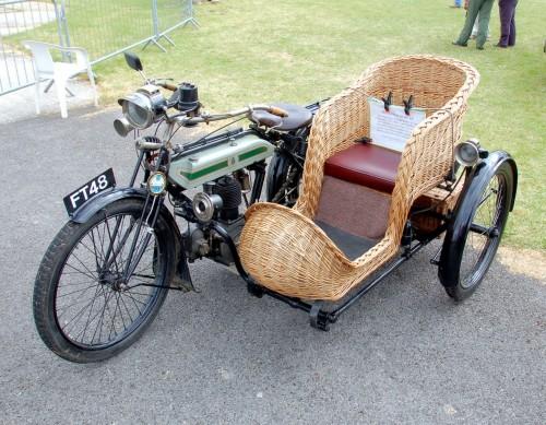 Triumph_model_h_motorcycle_of_around_1914_arp.jpg